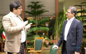 تصویری از مناظره حکیمی و تهرانفر، معاون نظارت آن زمان بانک مرکزی در سال ۹۳