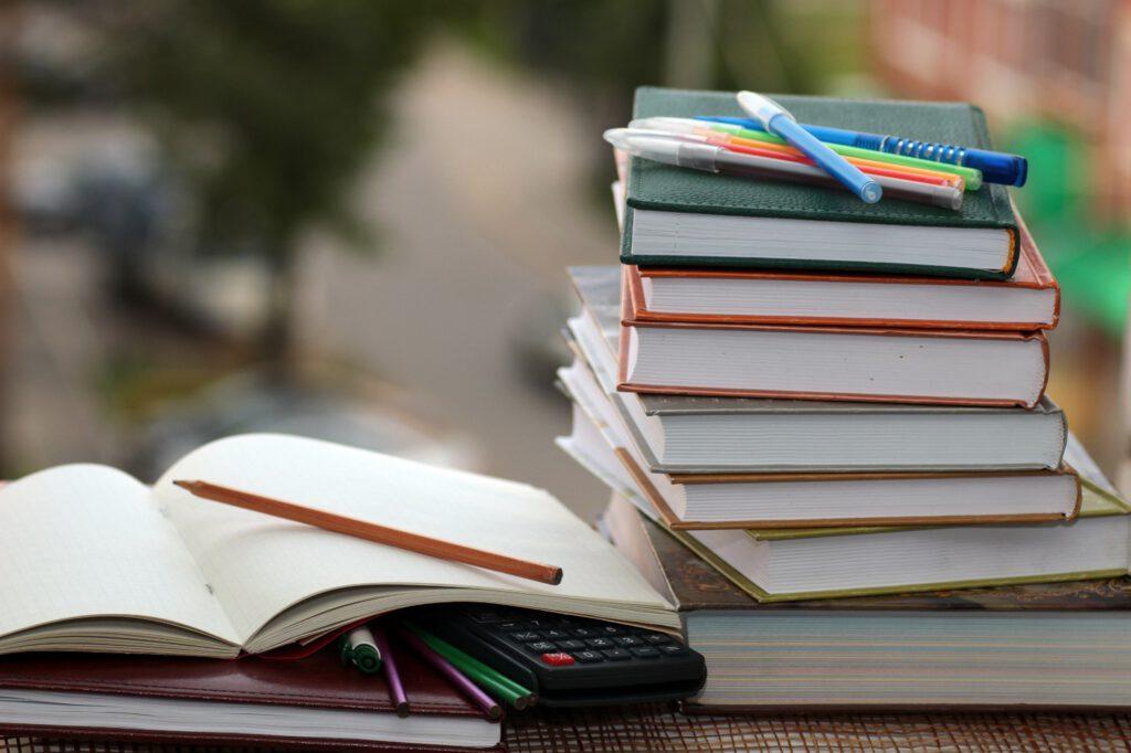 فیدیبو به دانشآموزان و دانشجویان ۲۰ هزار تومان کد اعتبار خرید کتاب میدهد