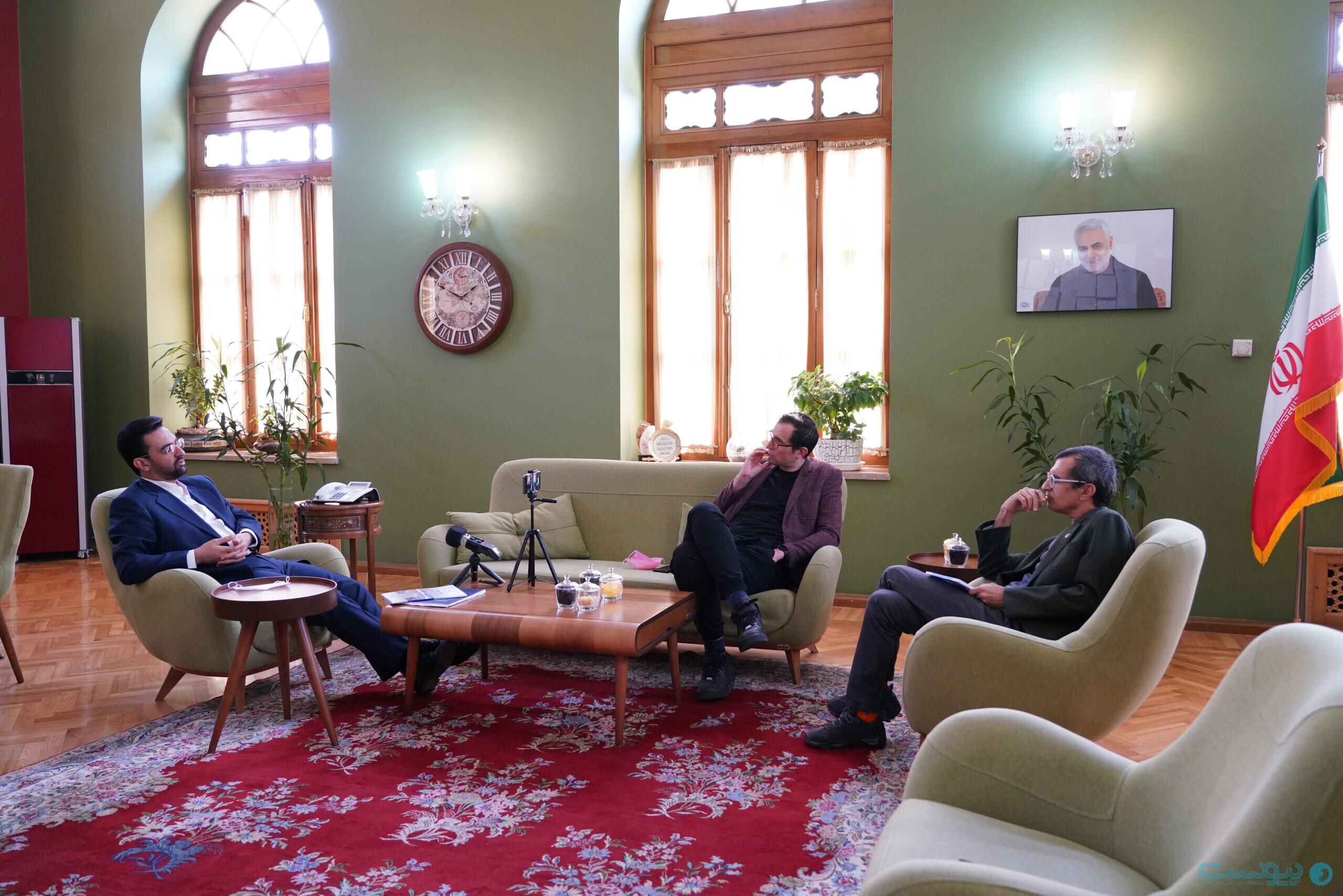 اتاق آذری جهرمی وزیر ارتباطات و فناوری اطلاعات در عمارت کلاه فرنگی