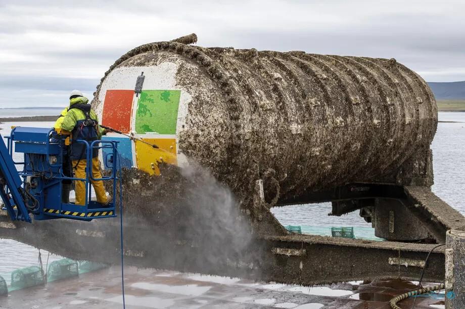 سرورهای مراکز داده زیر آب ۸ برابر مطمئنتر از سرورهای روی زمین هستند